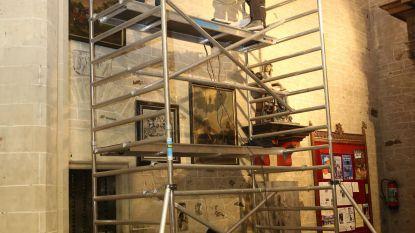 Mirakelschilderijen hangen weer in basiliek