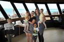Vriendje Ocke van de Veen (10), Sietske den Baars met Liam (2), Hidde (5) en Tessa met Sem (2) den Baars (van links naar rechts) boven in de uitkijktoren.