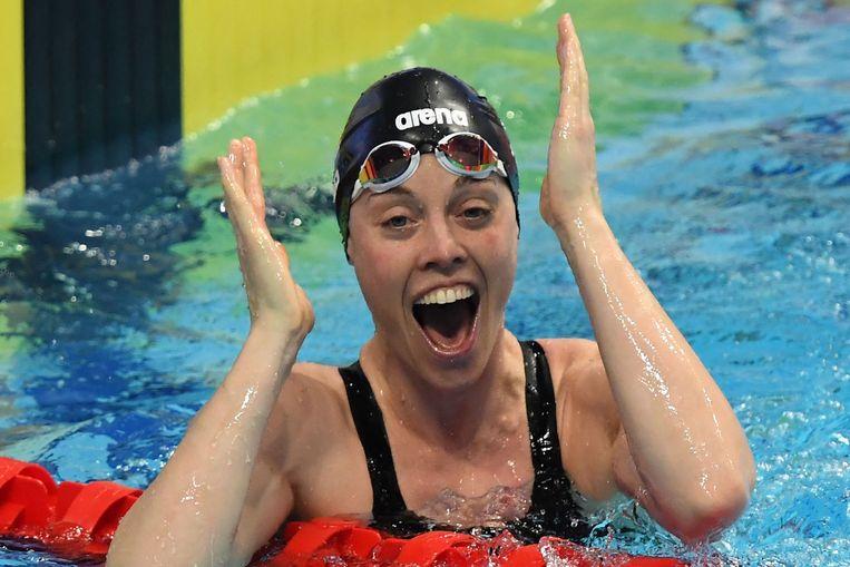 Femke Heemskerk is dolblij met haar winst op de 100 meter vrije slag. Beeld AFP