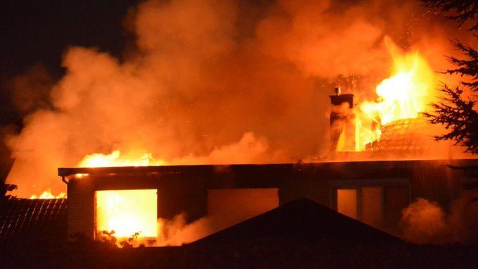 Twee jonge gezinnen dakloos na uitslaande brand in Aartrijke
