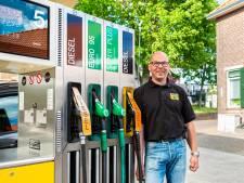 Benzineprijs keldert naar 'bedrag uit guldentijd', maar wie heeft er wat aan?
