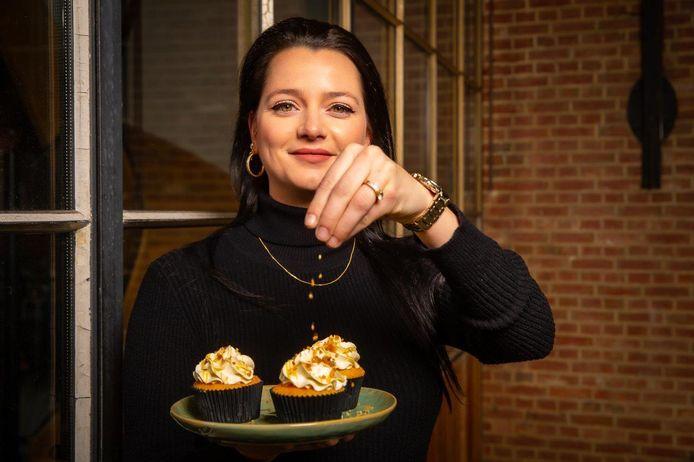 Lorentia Veppi, bekend van Bake-Off Vlaanderen, maakte cupcakes met advocaatvulling.