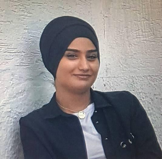 Humeyra Ergincanli Oz Humeyra werd 18 december doodgeschoten in de fietsenstalling van haar school in Rotterdam-West. De politie pakte kort daarna hoofdverdachte Bekir E. (31) in de buurt van de school op.