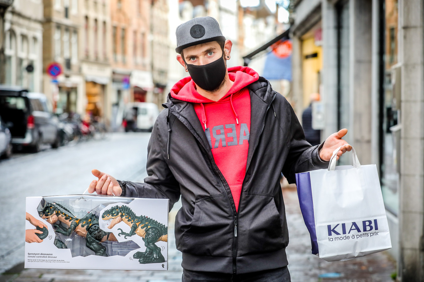 De winkels te Brugge zijn heropend: Ruben Commyn.