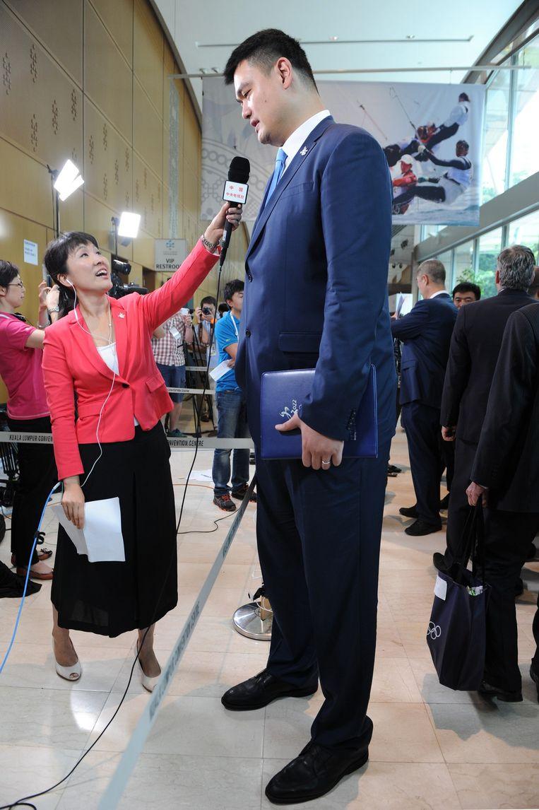 In gesprek met een journaliste na de Chinese bidpresentatie. Beeld Mohd Fasfan / AFP