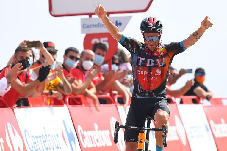 Damiano Caruso zegeviert in de negende etappe, een zware bergrit naar Alto de Velefique. Beeld AFP