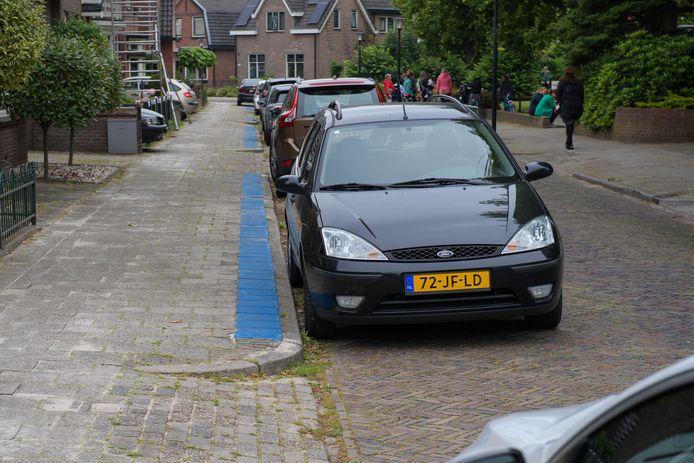 HENGELO - Een gedeelte van de Kerkstraat (vanaf Industriestraat) is sinds enige tijd een blauwe zone. Steeds meer buurten vragen om een blauwe zone, om parkeeroverlast van met name studenten van het ROC van Twente voor te zijn.