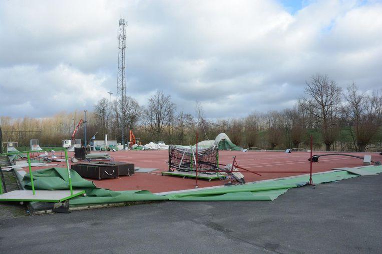 De luchtdraaghal werd drie weken geleden volledig verwoest tijdens een zware storm.