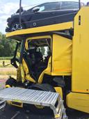 Een van de zwaar beschadigde vrachtwagens na het ongeval op de A15.