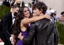 Bij Camila Cabello en liefje Shawn Mendes ging het meer om de liefde, minder om de mode.