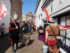 Gevreesde Spanjaarden tonen medelijden met Brielse winkeliers en vragen publiek om een extraatje