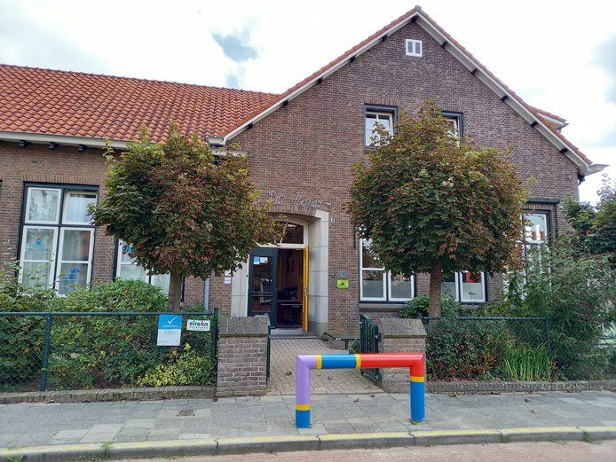 Basisschool Op de Horst, een karakteristiek gebouw, maar bouwkundig niet al te best meer.