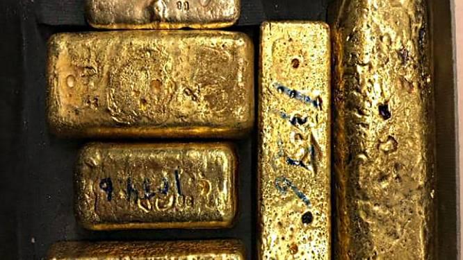 Passagier Schiphol probeert tientallen kilo's goud en 8500 euro naar Dubai te smokkelen