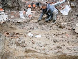 Archeologen vinden 26 skeletten op site van voormalig Onze-Lieve-Vrouwehospitaal in Oudenaarde