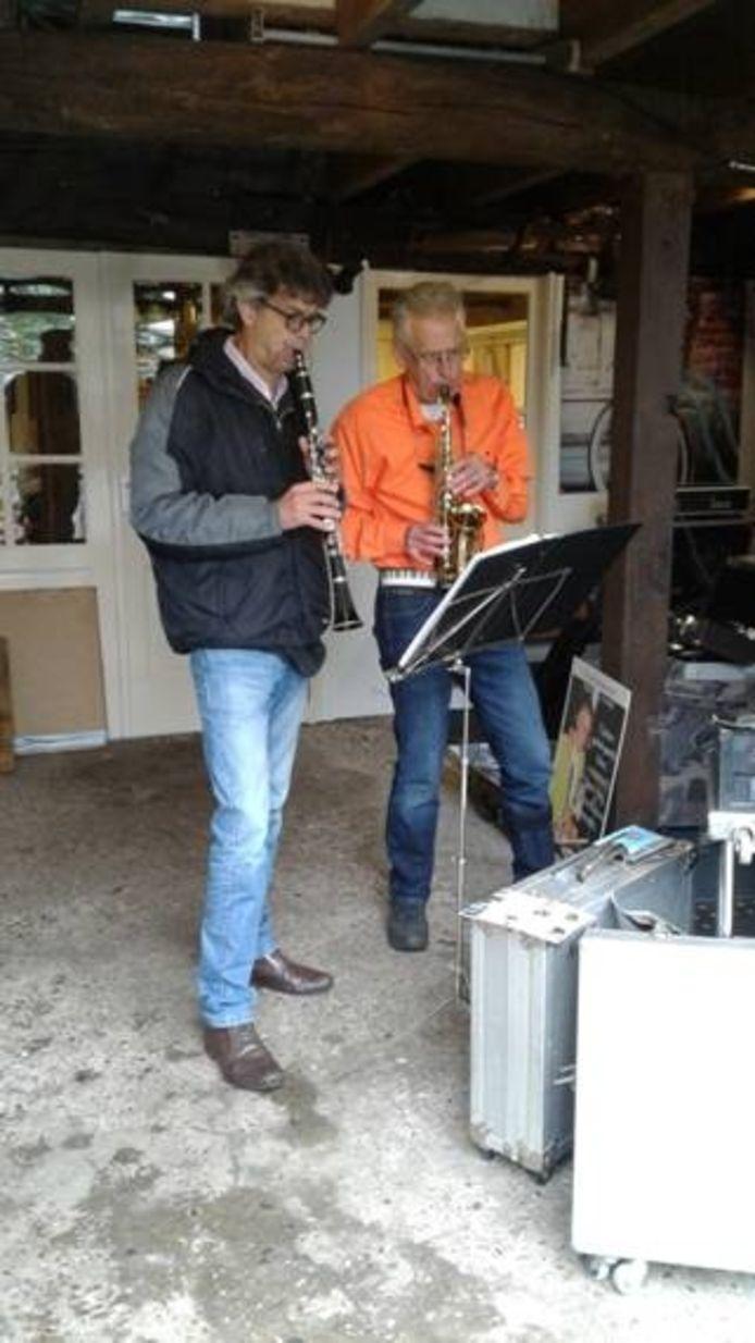 """Nico van Waarden en zijn """"muzikale mantelzorger"""" Peter-Jan Knape"""