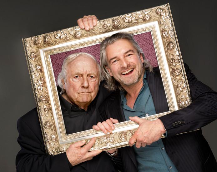 Aart Staartjes (l) en Victor Reinier spelen in De Stoep (foto rechts) de thrillerkopedie 'Een goed mens'.