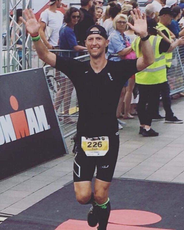 Tom Antonis bij zijn aankomst van de Ironman in Hamburg.