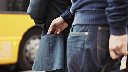Zakkenrollers slaan toe: portefeuille en gsm gestolen