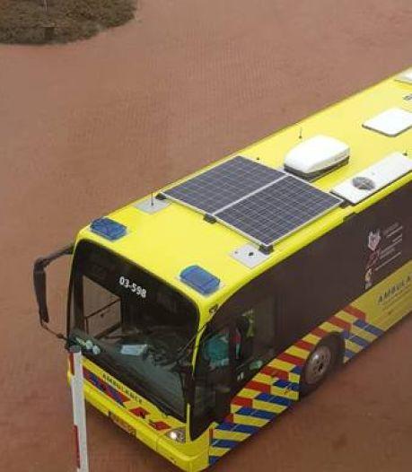 Zes coronapatiënten per bus van Amphia in Breda naar ziekenhuis in Groningen gebracht