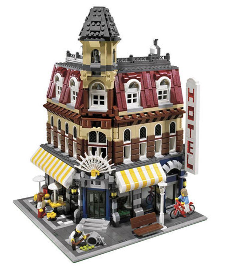'Cafe Corner' werd in 2007 verkocht voor 122 euro. Vandaag is de ongeopende set een slordige 2.855 euro waard. Beeld Lego