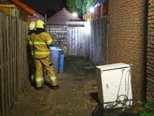 Tuinhuisje in brand aan Osse Kapelsingel, politie en brandweer zoekt naar sporen van brandstichting