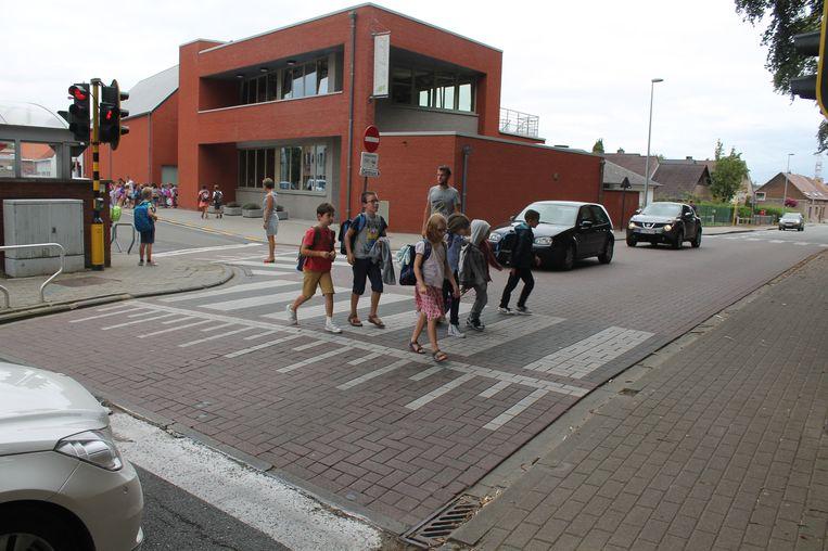 Zebrapaden en verkeerslichten zijn er al, nu nog fietspaden.