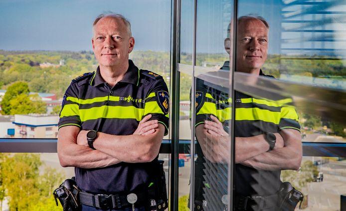 DS-2020-2679 - Apeldoorn - Portret politiebaas Oscar Dros voor Z. Oscar R. Dros (Amersfoort, 1963) is een Nederlands politiebestuurder. Politiechef Eenheid Oost-Nederland. Foto Rob Voss - www.robvoss.nl