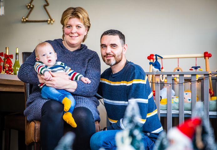Seth, het kindje van Tamara en Arjan Besseling uit Strijen, heeft een open ruggetje. Om die tijdens de zwangerschap in de baarmoeder te sluiten, moesten ze naar Leuven. Naar verwachting kan vanaf 2022 de operatie ook in Rotterdam.