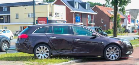 Schrik om brandweerwagen zorgt voor flinke blikschade in Apeldoorn