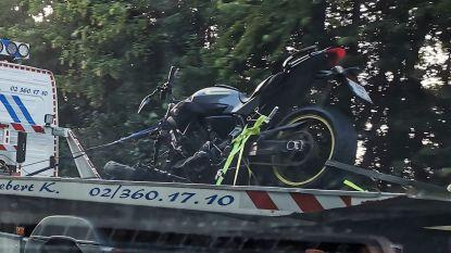 Inhaalmanoeuvre gaat fout: motorrijder (27) kritiek na ongeval op Brusselse Ring