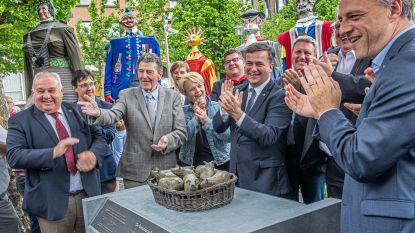 Mandje vol varkentjes siert voortaan de Coninckplein