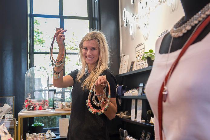 Sharon Hilgers toont haar nieuwste collectie sieraden in de nieuwe vestiging van My Jewellery in de Bakkerstraat.