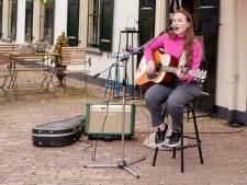 Elaine grijpt eerste prijs op The Best Music Act of Olst