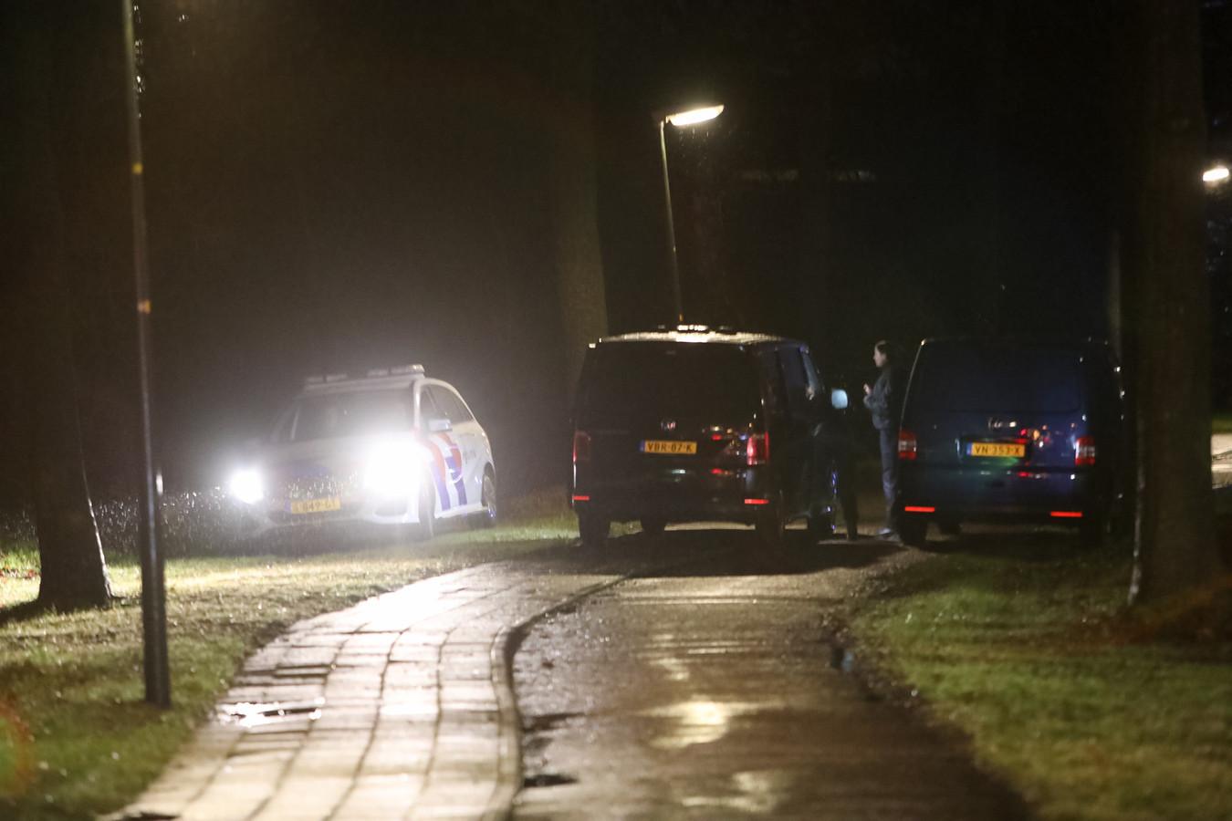 Meerdere politievoertuigen waren de afgelopen nacht berokken bij onderzoek naar een zedenmisdrijf bij de Laan van Osseveld.