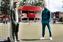 Jurriën Timber (links) van Ajax en Tommy St. Jago van FC Utrecht keerden in mei vorig jaar even terug bij hun voormalige Utrechtse amateurclub DVSU.
