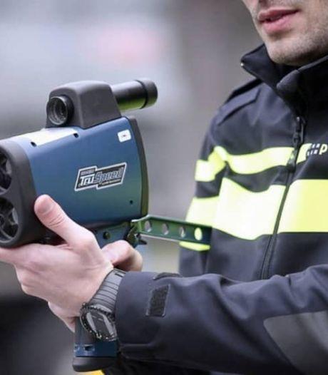 Snelheidsduivel scheurt met ruim 200 km/u door Amersfoort: rijbewijs én auto kwijt