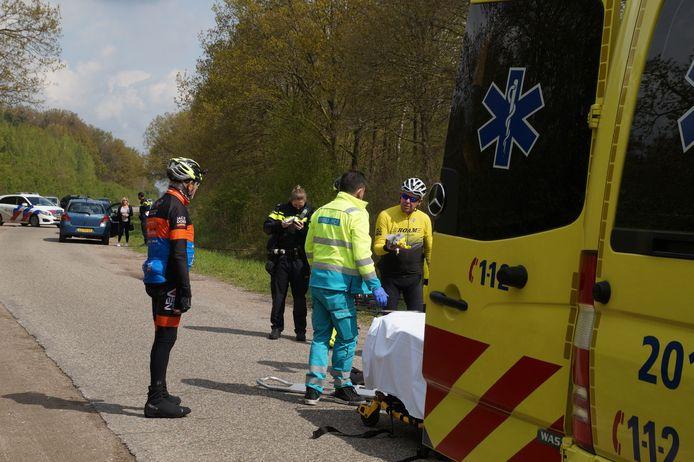 Wielrenner zwaargewond bij aanrijding Kanaalweg in Drunen.