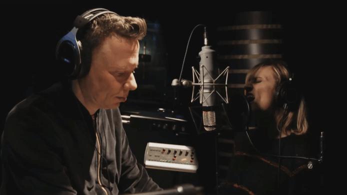 Alex Callier vertelt in VTM Nieuws over de moeilijke periode die hij achter de rug heeft en de terugkeer van Geike Arnaert als frontvrouw van Hooverphonic.