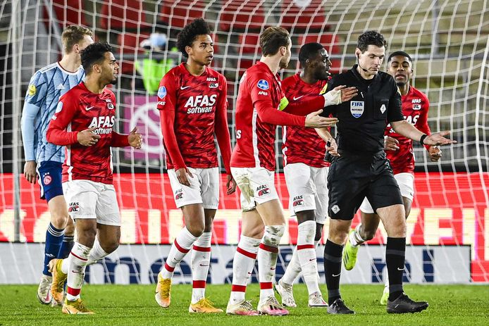 Scheidsrechter Jochem Kamphuis gaf na de wedstrijd voor de camera's van ESPN toe dat het doelpunt van Ajax eigenlijk buitenspel was en dat Myron Boadu juist niet buitenspel stond.