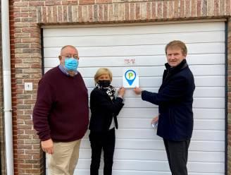 Inwoners Kapellen kunnen zorgverleners aan garage of oprit laten parkeren dankzij parkeersticker