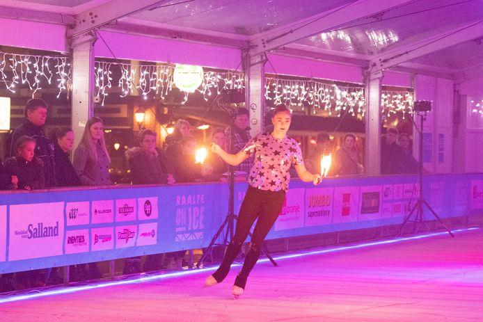 Opening van Raalte on Ice op de Grote Markt.