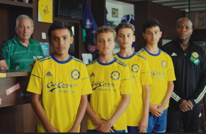 De spelers van JO15 van FC Zoetermeer zijn de hoofdrolspelers in het filmpje van de nieuwe NIX-campagne.