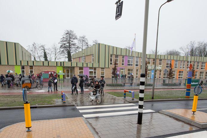 Multifunctioneel gebouw De Twijn aan de P.C. Stamstraat is de plek waar de nieuwe openbare basisschool in Groot Lochter komt.