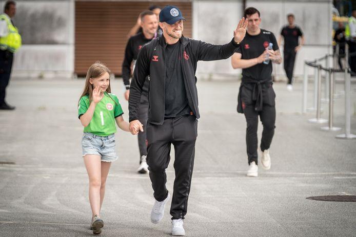 Kasper Schmeichel met zijn dochter.