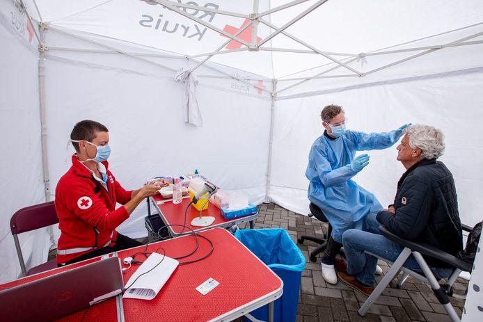 De testlocatie in Naaldwijk was in juni nog een tent. Nu staat er een portacabin. In het weekend wordt de locatie wintervast gemaakt.