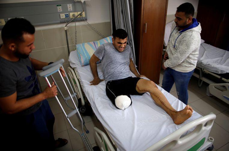 Gaza - 18-03-2018. De Palestijn Alaa Al-Daly (21) die zijn been verloor door een kogel van het Israëlische leger. Beeld Reuters