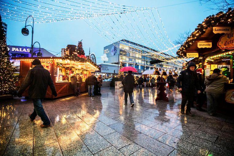 De kerstmarkt in Berlijn, een aantal dagen na de aanslag.  Beeld Photo News