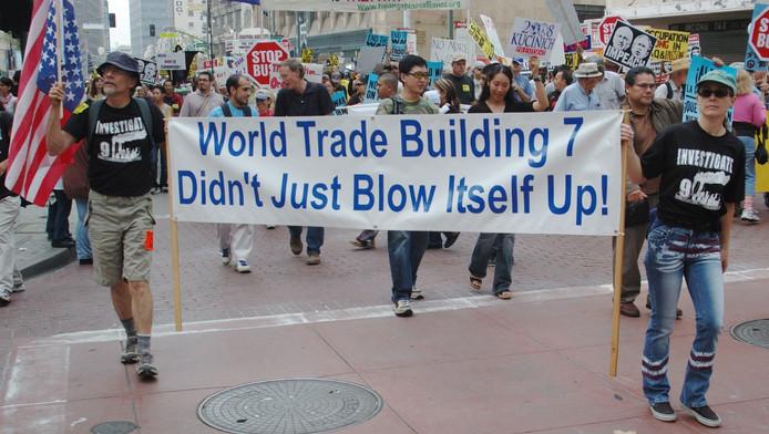 Complotdenkers demonstreren voor de 'waarheid' na de aanslagen op de Twin Towers in New York
