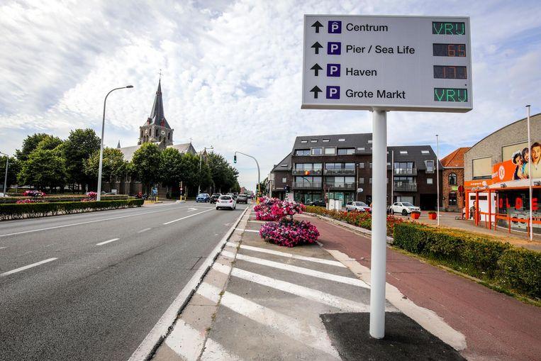 Langs de invalswegen staan de grote parkings van de stad aangeduid.