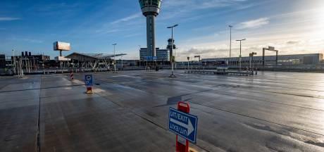 Elf verdachten aangehouden voor miljoenenroof van iPhones op Schiphol